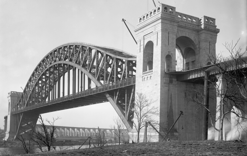 1103px-Hell Gate Bridge ca 1917